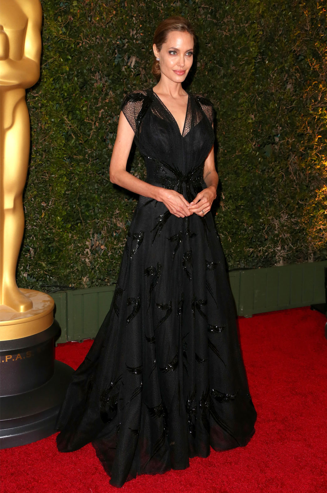 Stunning Angelina Jolie In Atelier Versace Gown Avenue