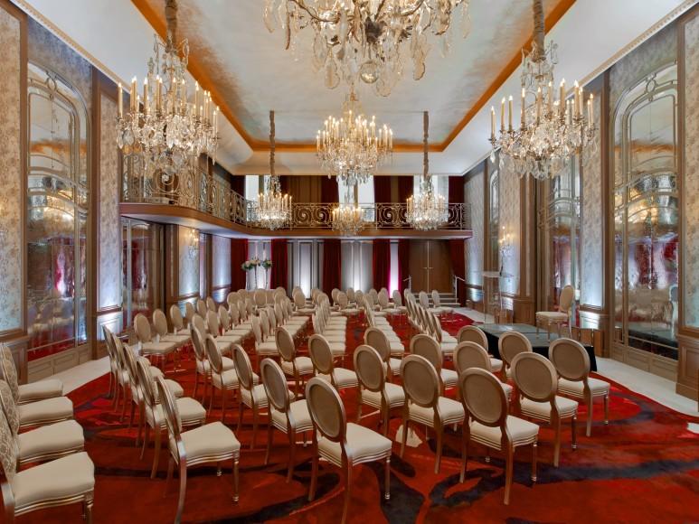 Hotel Plaza Athenee - Salon Haute Couture Theatre - HR - (c) Eric Laignel 2
