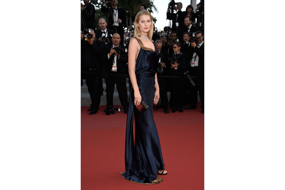 Cannes-2015-Toni-Garrn_hg_temp2_m_full_l