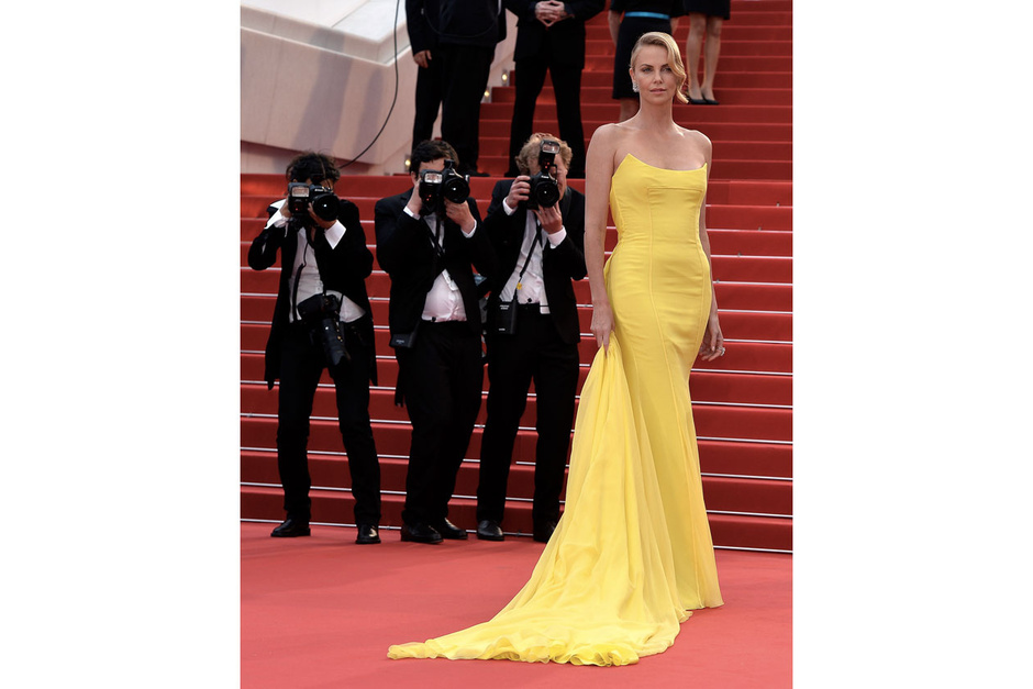 cannes-2015-charlize-theron_hg_temp2_m_full_l