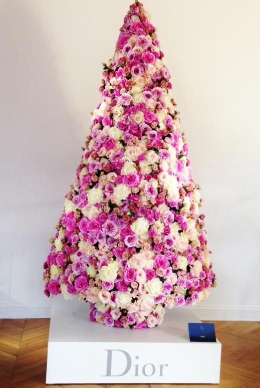 Dior For Christmas: un noel en Dior  Avenue MontaigneAvenue Montaigne