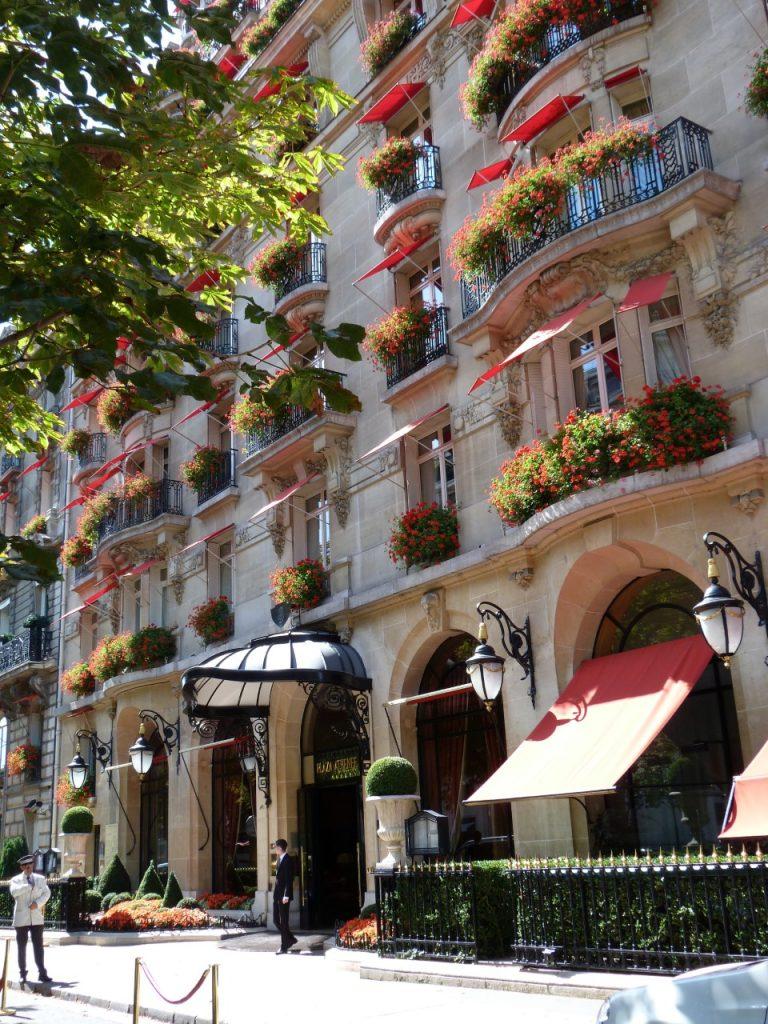 LA TERRASSE MONTAIGNE DE L'HOTEL PLAZA ATHENEE NOUS PROPOSE SES DESSERTS FRAIS ET LEGERS !