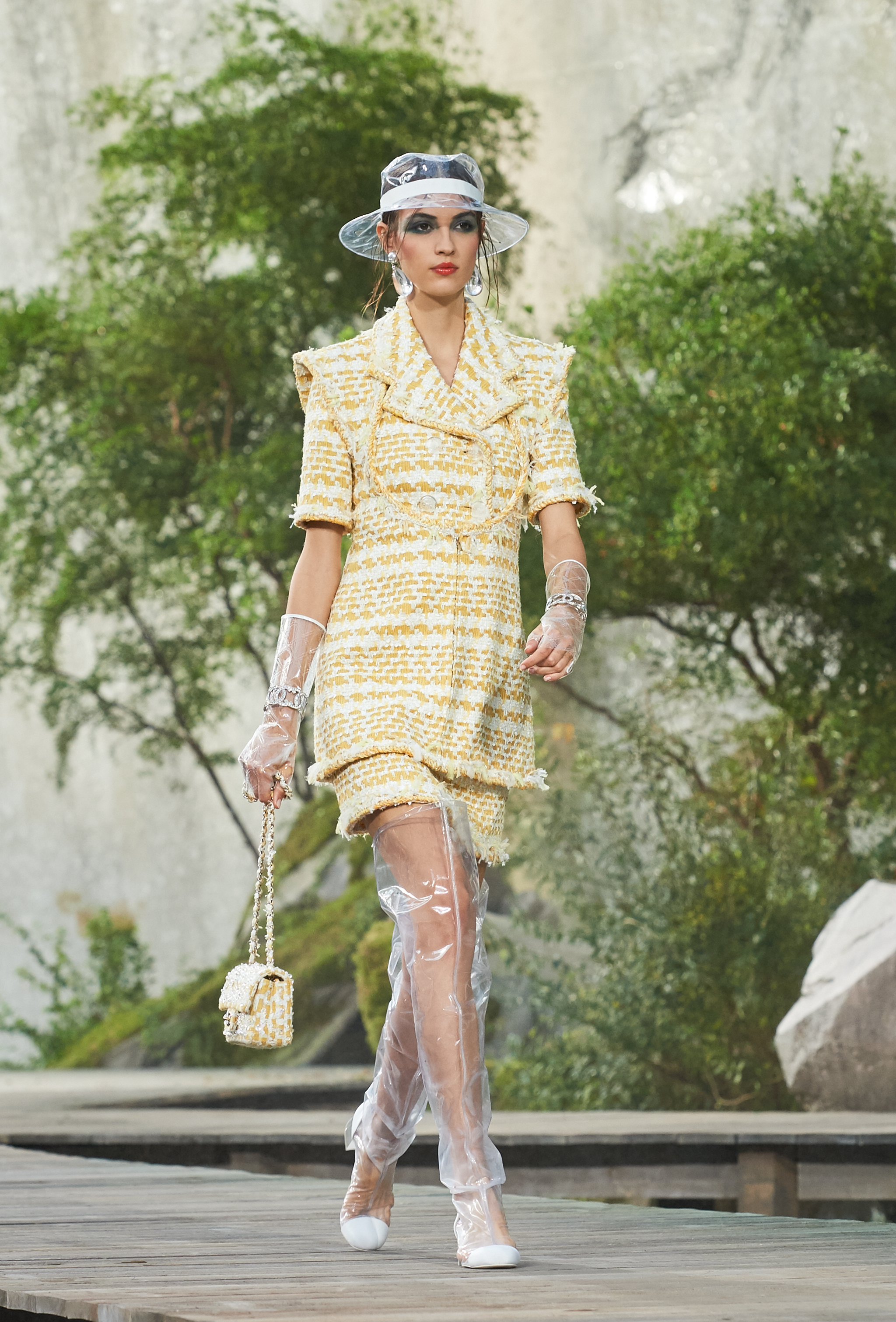acd13dff4c9a A CASCADE OF COLORS FOR THE CHANEL SPRING-SUMMER 2018 READY-TO-WEAR ...