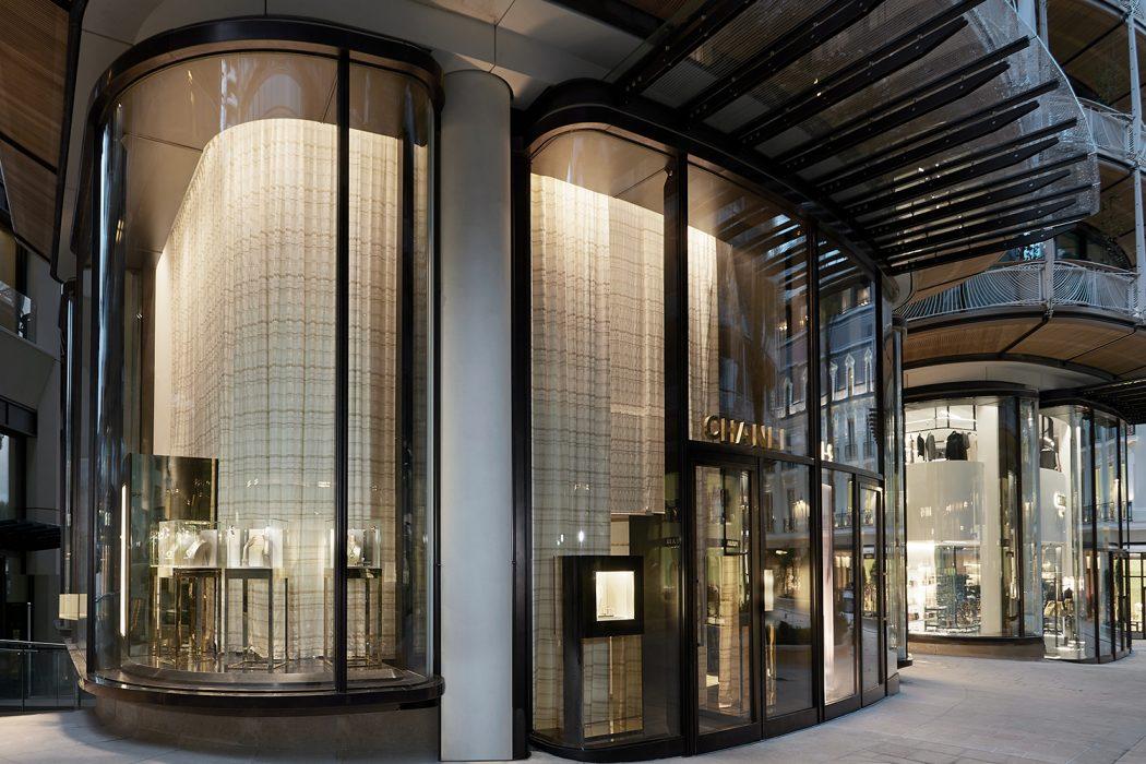 b0e12a3f9ec Chanel s offre une double boutique à Monaco