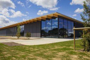 Louis Vuitton inaugure son 16e atelier en France à Beaulieu-sur-Layon, dans le Maine-et-Loire